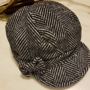 August Hat Company Women's Black White Newsboy Hat